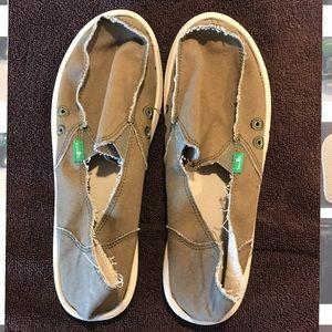 Tan/ Brown Sanuk shoes